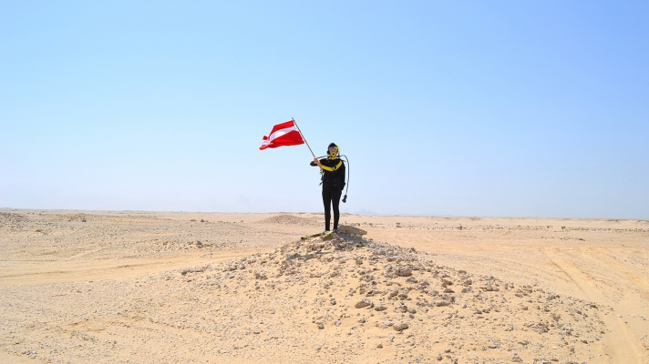 "Hope Ginsburg, ""Breathing on Land: Zekreet, Qatar II (Land Dive Flag),"" 2015"
